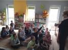 Klasa 0 i 3 na lekcji bibliotecznej_1
